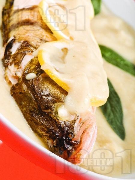 Печена бяла риба сулка по краковски във фолио на фурна - снимка на рецептата